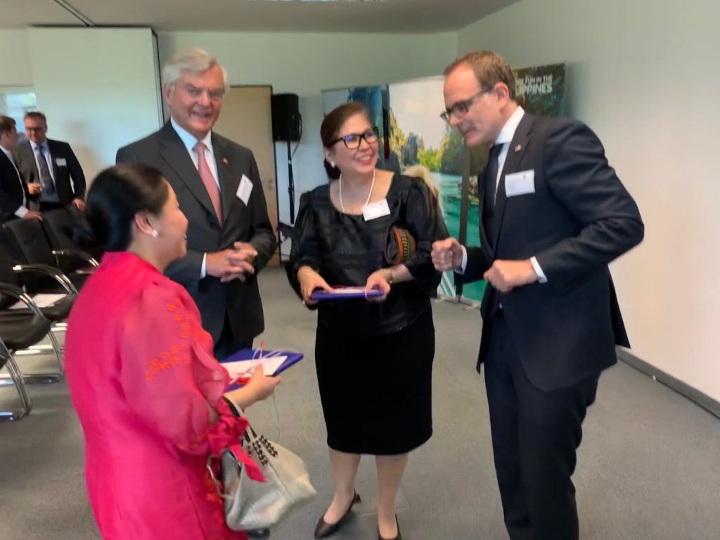 Consul General Evelyn D. Austria-Garcia (2nd from right) joined Dr. Axel Neumahr (rightmost), Philippine Honorary Consul to Baden-Wurttemberg, in a reception on 12 June 2019 in Stuttgart to celebrate the anniversary of the proclamation of Philippine independence.  Also in the photo are Ambassador Ma. Theresa Dizo-de Vega (leftmost) and former Honorary Consul Dr. Gerhard Zeidler.